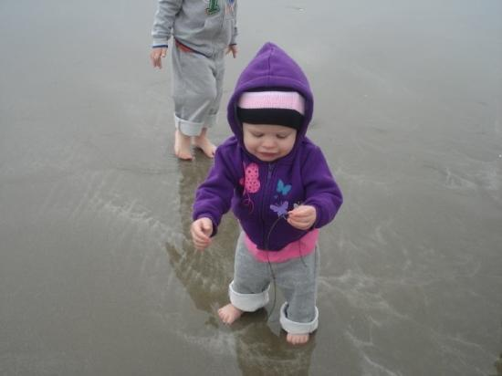 Morro Bay, CA: Madison found seaweed. She wanted to eat it.