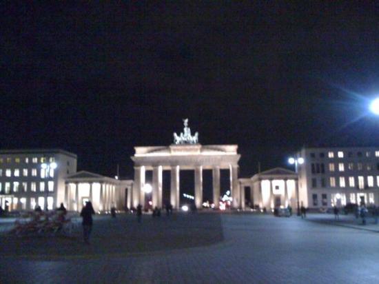 Brandenburg Gate (Brandenburger Tor): Branderburg Gate - March 2010