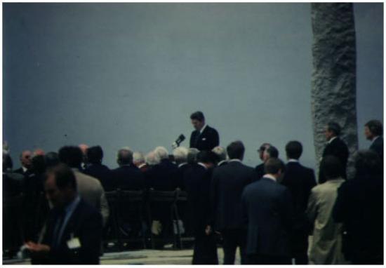 Arromanches-les-Bains, Frankrike: Pointe-du-Hoc, Normandy, France  The President addresses The Men of Pointe-du-Hoc; 6 June 1984