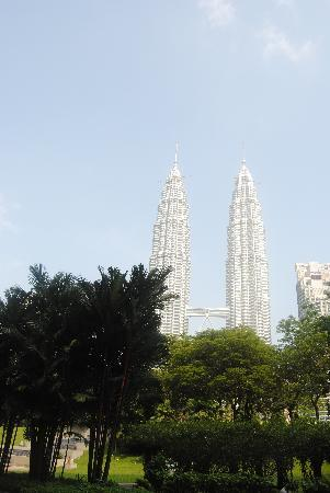 Traders Hotel, Kuala Lumpur: Park view from ground floor