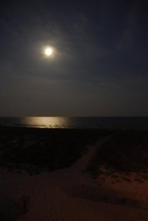 Navarre Beach : The moon over the ocean, how beautiful!