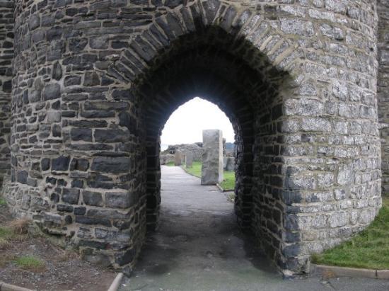 Aberystwyth, UK: Gatehouse & standing stones