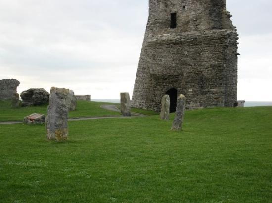 Aberystwyth, UK: Gatetower and standing stones