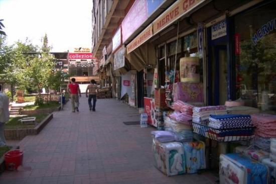Elbistan, Tyrkia: çarşı candargazi iş hanı