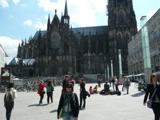 Cologne-katedralen: Ani in Köln. Sehr schön!!!!!