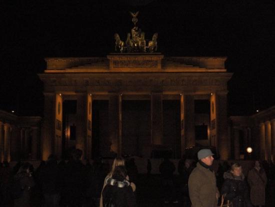 Brandenburg Gate (Brandenburger Tor): Brandenburger Tor, las puertas de la ciudad.