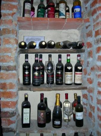 Castelfiorentino, Italia: Samples of some past vintages for Castello di Oliveto