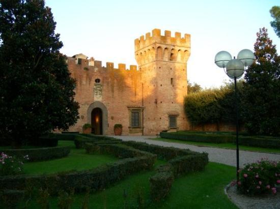Castelfiorentino, Italia: Inside the grounds of the castle