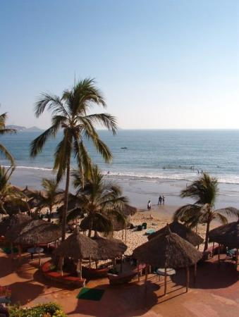 Mazatlan, Mexico: View of the beach from our room