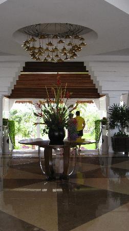 Grand Sunset Princess All Suites Resort: Inside lobby