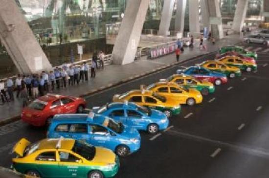 https://media-cdn.tripadvisor.com/media/photo-s/01/75/b5/41/avril-2009-bangkok-airport.jpg
