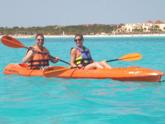 Viva Wyndham Maya: Kayaks at the resort