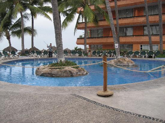 Las Palmas by the Sea: The adults pool (freezing cold)