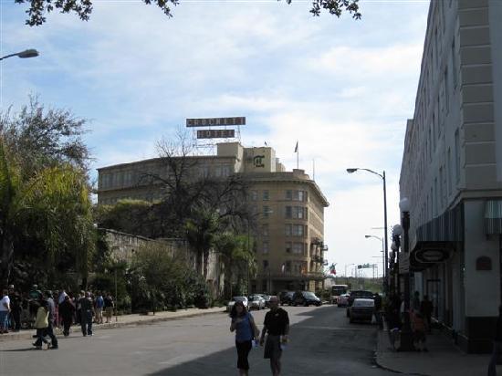 Crockett Hotel: Crockett (in background), Menger Hotel (right), and Alamo (wall along left)
