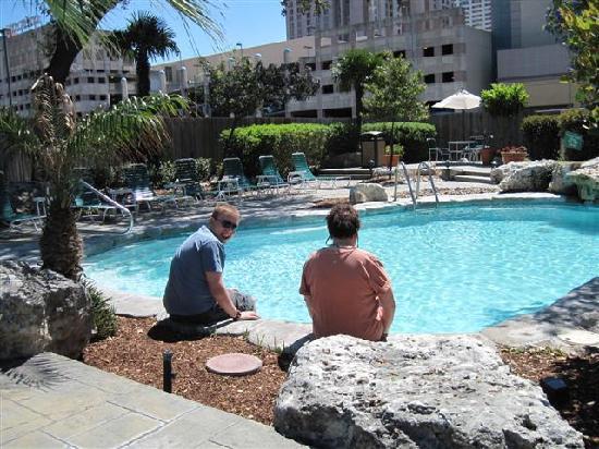 Crockett Hotel: Pool (deep end 6 feet)