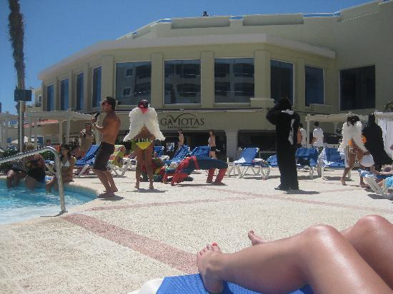Panama Jack Resorts Cancun: Entertainment by the Pool.