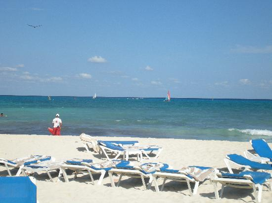 The Royal Playa del Carmen: beach in front of the resort