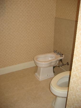 Prince Conti Hotel: bathroom