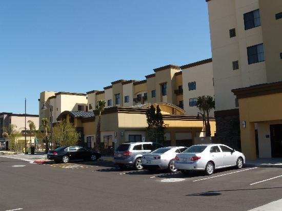 Residence Inn Phoenix NW/Surprise: West side - main entrance