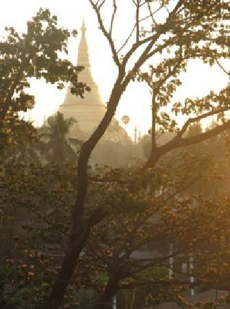K Paradise Hotel : another overlooking Shwe Dagon Pagoda