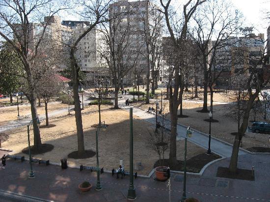 SpringHill Suites Memphis Downtown: Balcony view of Court Square park