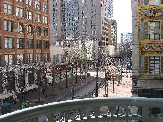 SpringHill Suites Memphis Downtown: Balcony view of city with historic Kress building next door