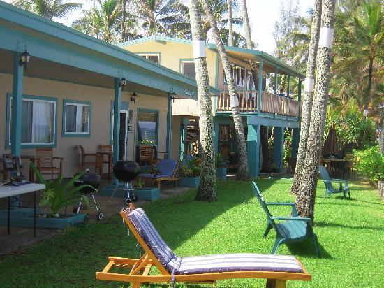 Ke Iki Beach Bungalows: A couple of the units