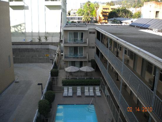 Hollywood Orchid Suites: photo from roof