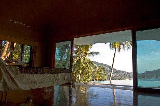Monkey Flower Villas: Upper villa master bedroom...