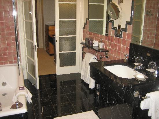 Claridge's: The bathroom