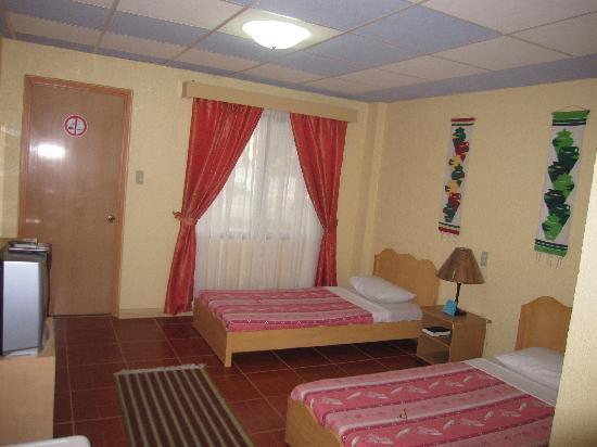 Marlin's Beach Resort: Seafront deluxe room - beds