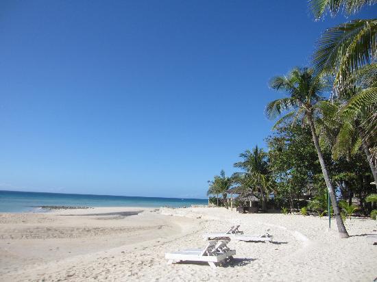 Kota Beach Resort: Beach area
