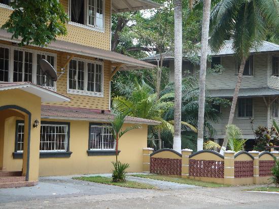 Hostal Amador Familiar: parte de la fachada trasera del Hostal