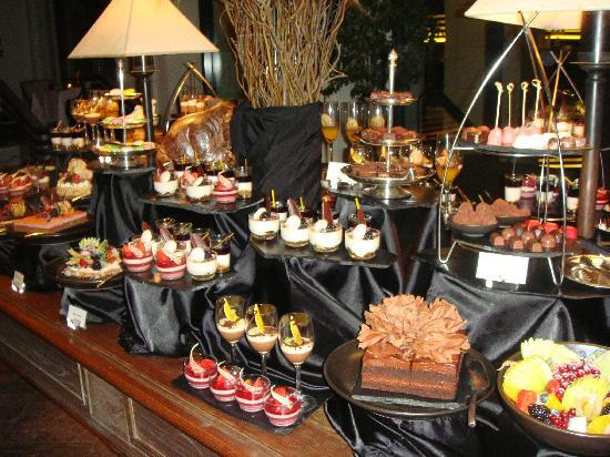 The Peninsula Bangkok: Dinner Buffet at Riverside Restaurant