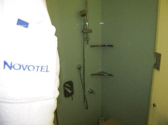 Novotel Citygate Hong Kong: Shower - no tub in this room
