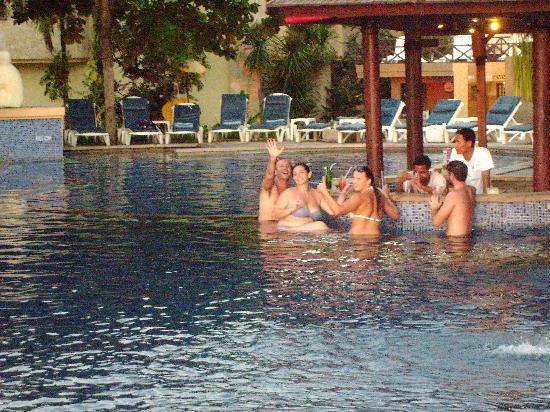 Pelangi Bali Hotel: A great meeting place the swim up pool Bar