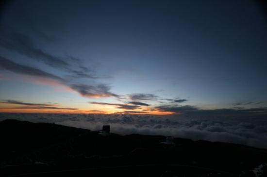 Santa Cruz de la Palma, Spanje: Two telescopes shortly after sunset.