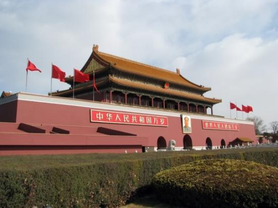 Palassmuseet: Outer wall and gate to the Forbidden City. The City is basically just the old Imperial Palace fo