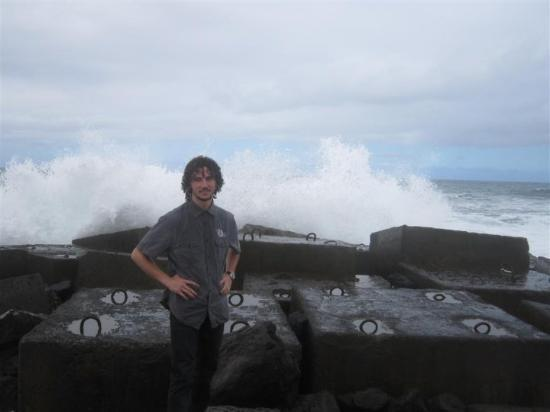 Puerto de la Cruz, Spania: Alex mastering the waves. Also Alex got wet a little bit but not soaken wet like me... ;-)