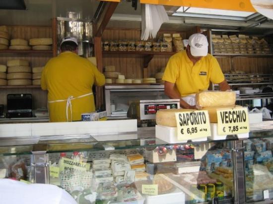 Aviano, Italia: Cheese & meat stand