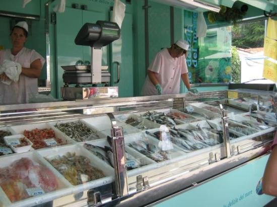 Aviano, Italia: Fish stand