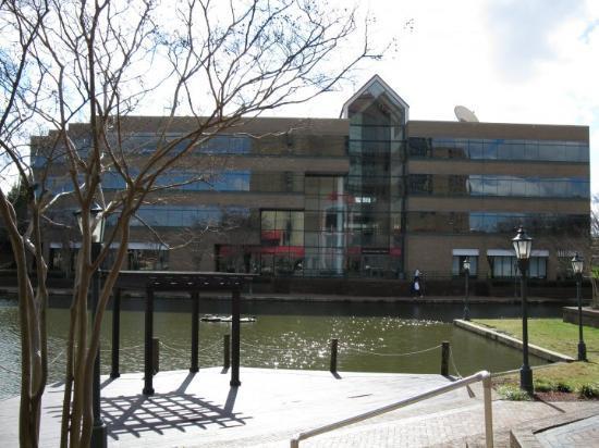 Hilton Charlotte University Place: Shoppes by the Hilton