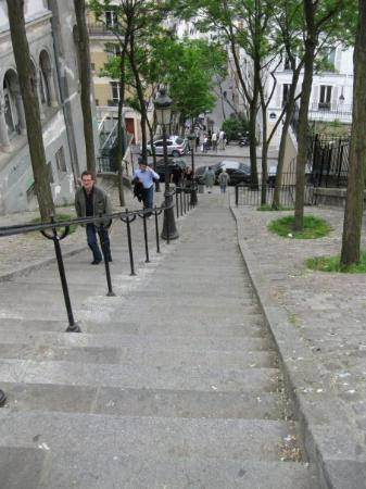 Sacre-Coeur: Walking in Montmartre
