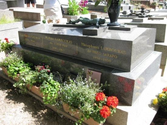 Pere-Lachaise gravlund (Cimetiere du Pere-Lachaise): Pere laChaise Cemetery Edith Piaf