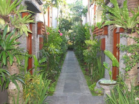 The Bali Dream Villa Seminyak: way to our villa