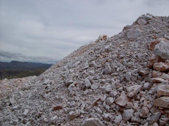 Sucre, Bolivia: Fábrica de cemento donde fueron halladas las huellas de dinosaurios.