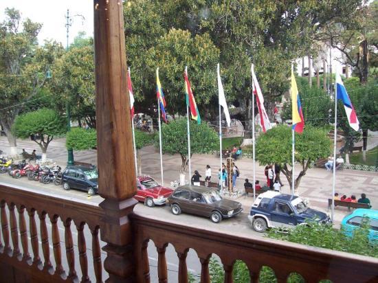 Sucre, Bolivia: Vista de la Plaza 25 de Mayo desde el interior de la Casa de la Libertad.