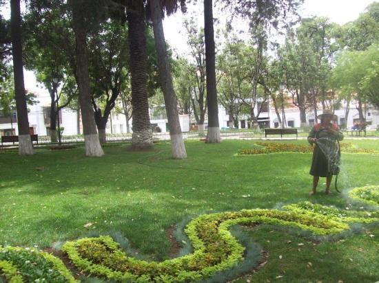Sucre, Bolivia: El impecable y silencioso Parque Bolívar.