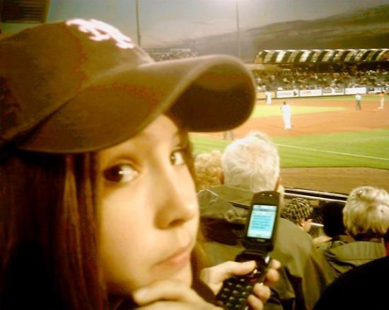 Port Saint Lucie, Flórida: Autumn is texting at the New York Mets Spring Training game.