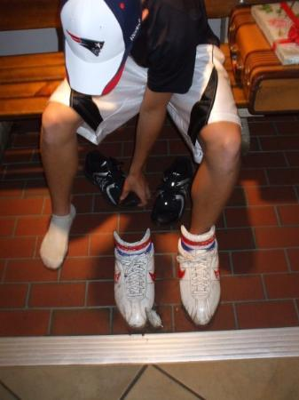Bubba Gump Shrimp Co.: Alek trying on Bubba Gump's tennis shoes